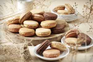 Biscuit Français : présentation d'un plateau de Macarons